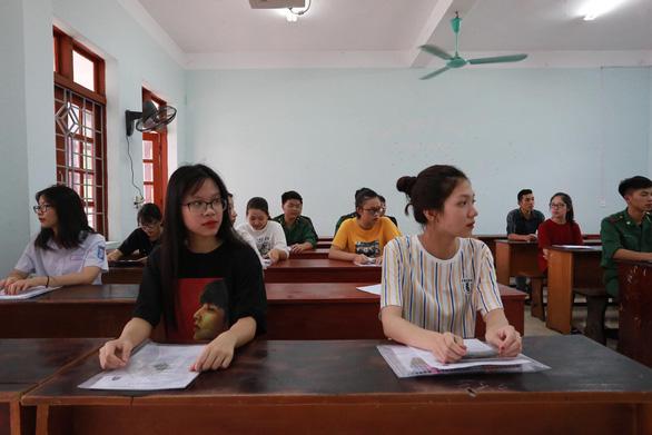 Gần 900.000 học sinh làm thủ tục thi THPT quốc gia, thí sinh lo lắng môn văn và lịch sử - Ảnh 20.