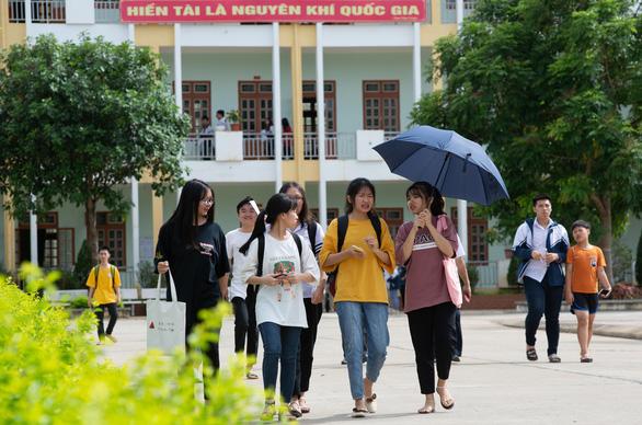 Gần 900.000 học sinh làm thủ tục thi THPT quốc gia, thí sinh lo lắng môn văn và lịch sử - Ảnh 24.