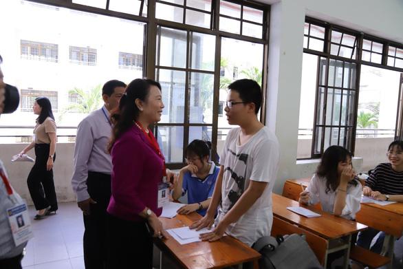 Gần 900.000 học sinh làm thủ tục thi THPT quốc gia, thí sinh lo lắng môn văn và lịch sử - Ảnh 14.