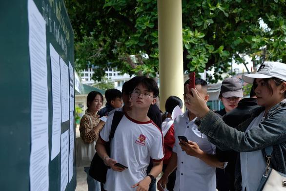 Gần 900.000 học sinh làm thủ tục thi THPT quốc gia, thí sinh lo lắng môn văn và lịch sử - Ảnh 8.