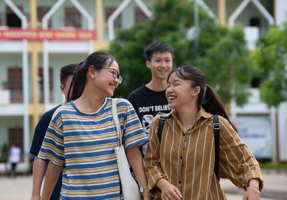 Gần 900.000 học sinh làm thủ tục thi THPT quốc gia, thí sinh lo lắng môn văn và lịch sử - Ảnh 25.