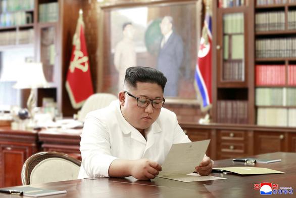 Nhà Trắng xác nhận có thư ông Trump gửi cho ông Kim Jong Un - Ảnh 1.
