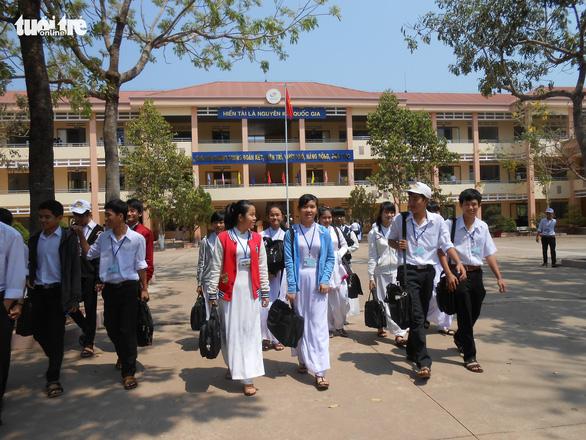 Tuyển sinh lớp 10 ở Bình Phước: gần phân nửa bài thi văn dưới trung bình - Ảnh 1.