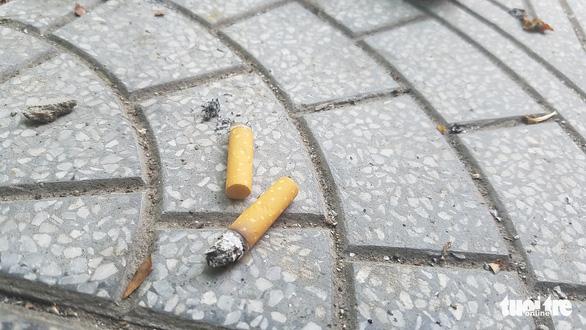 Thừa Thiên Huế: vứt tàn thuốc lá, tiểu tiện bừa bãi sẽ bị phạt tiền - Ảnh 1.