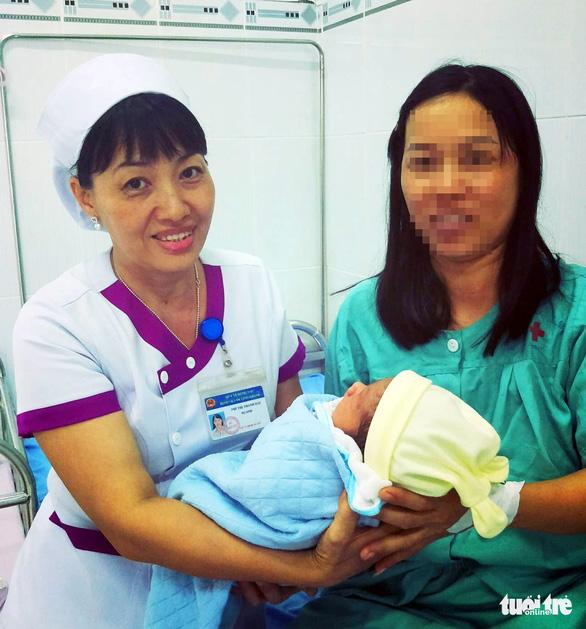 Cứu sống mẹ con sản phụ vỡ tử cung, suy tim thai - Ảnh 1.