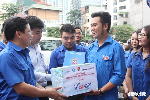 Hơn 12.000 tình nguyện viên thủ đô tiếp sức cho sĩ tử - Ảnh 3.