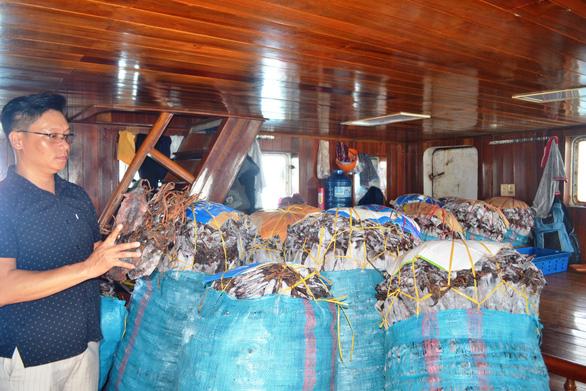 Mực khô không bán được sang Trung Quốc, ngư dân lo héo hon - Ảnh 1.
