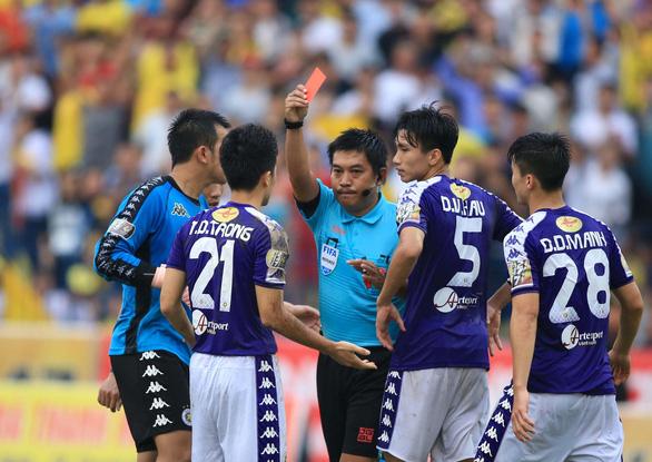 Trọng tài FIFA Nguyễn Hiền Triết bị ngất xỉu khi kiểm tra thể lực - Ảnh 1.
