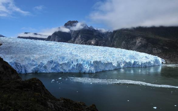 Sông băng ở Chile tan chảy đe dọa đa dạng sinh học biển - Ảnh 1.