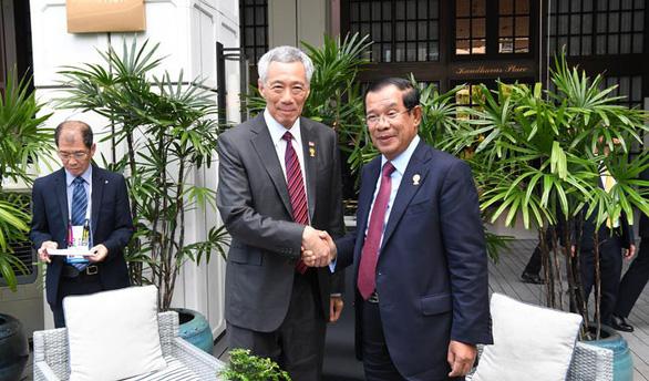 Gặp ông Hun Sen, ông Lý Hiển Long hứa không xát muối vết thương cũ - Ảnh 1.