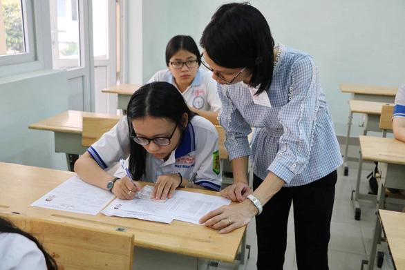Gần 900.000 học sinh làm thủ tục thi THPT quốc gia, thí sinh lo lắng môn văn và lịch sử - Ảnh 1.