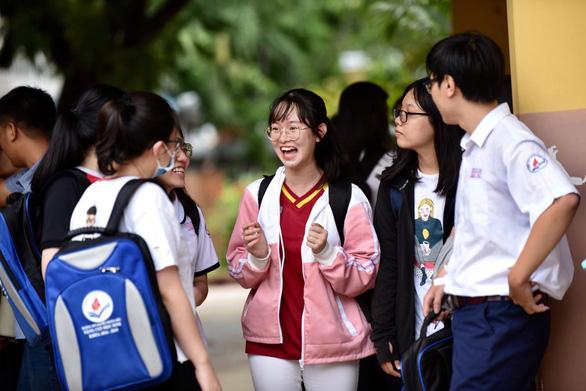 Gần 900.000 học sinh làm thủ tục thi THPT quốc gia, thí sinh lo lắng môn văn và lịch sử - Ảnh 3.
