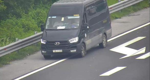 Nữ tài xế lùi xe trên cao tốc Hà Nội - Hải Phòng bị phạt 1 triệu đồng - Ảnh 3.