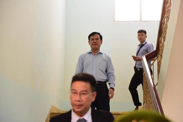 Xử ông Nguyễn Hữu Linh nghi dâm ô bé gái: Tòa trả hồ sơ - Ảnh 3.