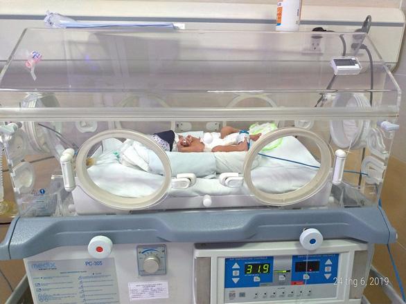 Bé gái sinh non 1,4kg đã tìm được mẹ nhờ Facebook - Ảnh 1.