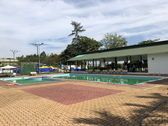2 cháu bé đuối nước trong hồ bơi khách sạn - Ảnh 1.