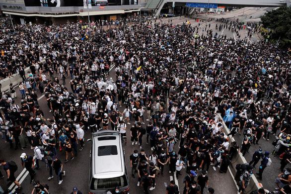 Người Hong Kong gây quỹ nhằm quảng cáo chống dự luật dẫn độ - Ảnh 1.