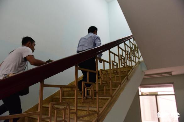 Ông Nguyễn Hữu Linh hầu tòa vụ nghi dâm ô bé gái trong thang máy - Ảnh 3.