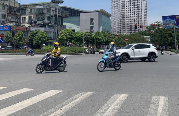 Cảnh báo tia cực tím nguy cơ gây hại cao ở Đà Nẵng - Ảnh 1.