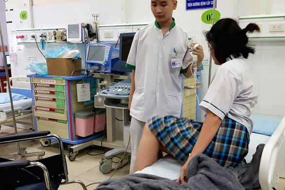 Đồng Nai: Một nữ sinh sốt cao, ngất xỉu trong phòng thi - Ảnh 1.