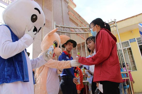 Ngộ nghĩnh tranh hí họa HLV Park Hang Seo cổ vũ mùa thi - Ảnh 8.