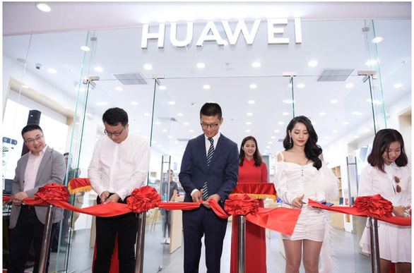 Huawei khai trương cửa hàng trải nghiệm tại TP HCM - Ảnh 1.