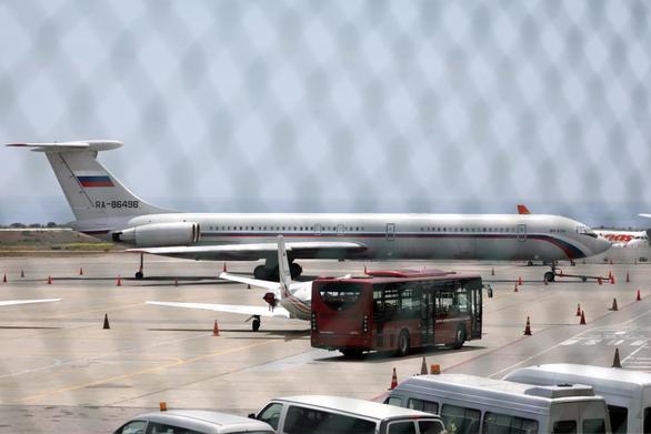 Máy bay quân sự Nga lại đáp xuống sân bay Venezuela - Ảnh 1.