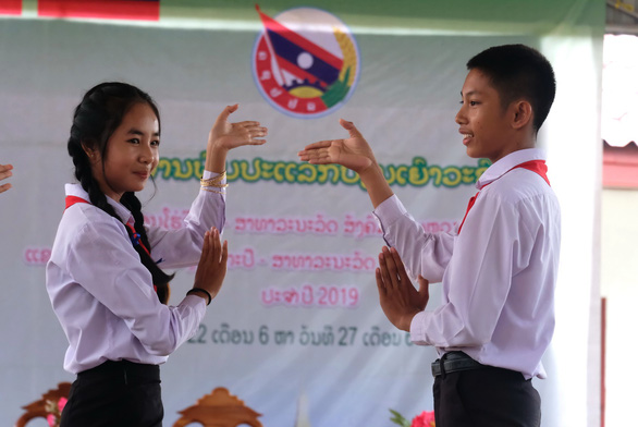 Chiến sĩ tình nguyện trao học bổng cho học sinh Lào - Ảnh 15.