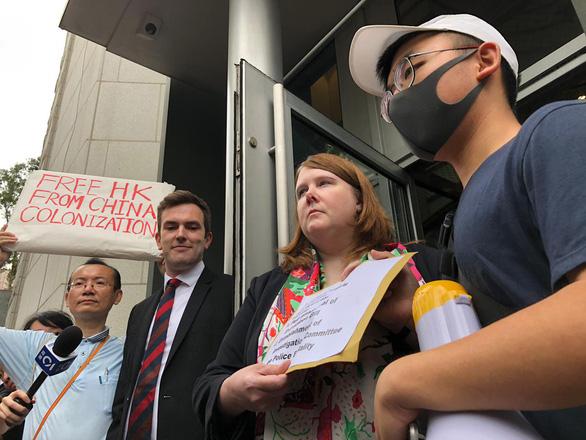 Người biểu tình Hong Kong gây sức ép với G20 về dự luật dẫn độ - Ảnh 1.