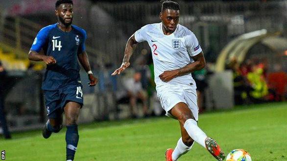 Manchester United có sao trẻ Wan-Bissaka giá 50 triệu bảng Anh - Ảnh 1.
