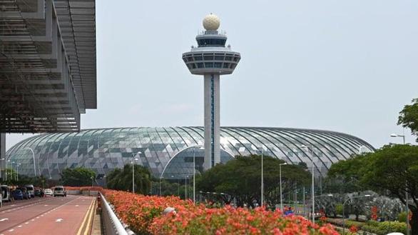 Thiết bị bay không người lái gây rối loạn sân bay Changi, Singapore - Ảnh 1.
