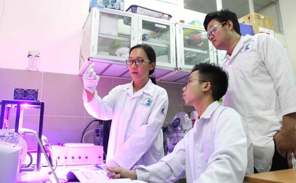 Nữ tiến sĩ trẻ về nước nghiên cứu pin quang điện hóa: Sợ nhất là tự tụt hậu - Ảnh 1.