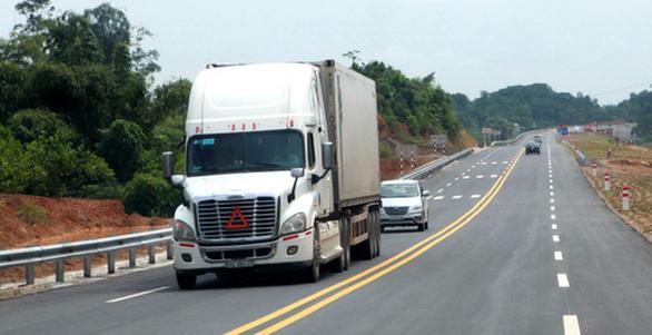Đề xuất giảm tốc độ một số xe lớn xuống 50 km/h - Ảnh 1.