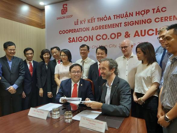 Auchan chính thức rời VN, Saigon Co.op tiếp quản 18 siêu thị của nhà bán lẻ Pháp - Ảnh 1.