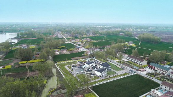 Trường mẫu giáo có kiến trúc như ngôi làng thu nhỏ ở Trung Quốc - Ảnh 1.
