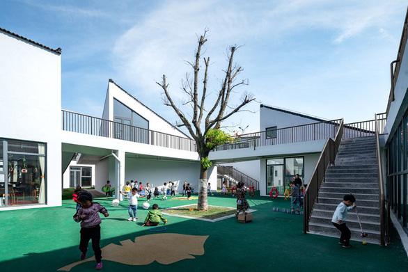 Trường mẫu giáo có kiến trúc như ngôi làng thu nhỏ ở Trung Quốc - Ảnh 4.