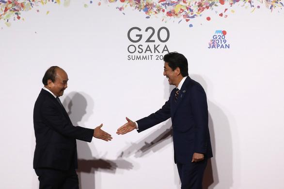 Thủ tướng Nguyễn Xuân Phúc chụp ảnh cùng lãnh đạo các nước G20 - Ảnh 1.