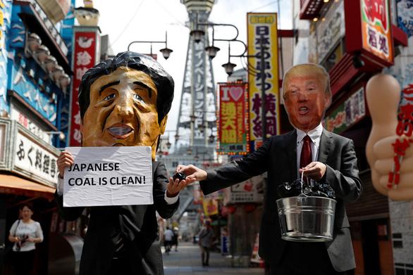 Các nhà lãnh đạo G20 xuống đường biểu tình ở Osaka - Ảnh 3.
