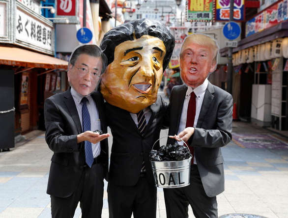 Các nhà lãnh đạo G20 xuống đường biểu tình ở Osaka - Ảnh 8.