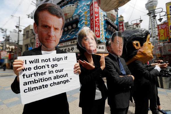 Các nhà lãnh đạo G20 xuống đường biểu tình ở Osaka - Ảnh 5.