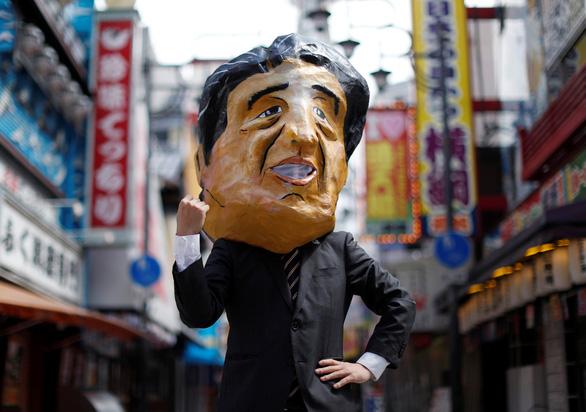 Các nhà lãnh đạo G20 xuống đường biểu tình ở Osaka - Ảnh 7.