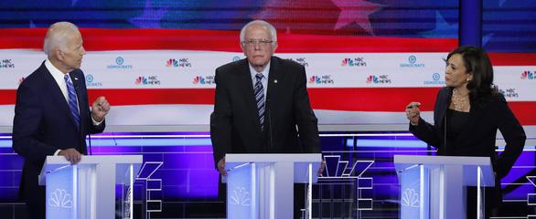 10 ứng viên Dân chủ tranh luận, ứng viên nữ tỏa sáng - Ảnh 1.