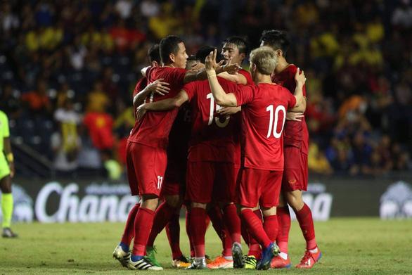 Xếp hạng FIFA sau 10 năm: Việt Nam thăng tiến, Thái Lan đứng yên - Ảnh 1.