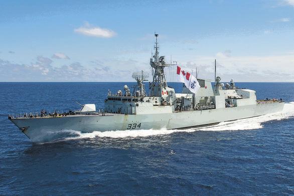 Tiêm kích Trung Quốc vờn 2 tàu chiến Canada vừa thăm Việt Nam - Ảnh 1.