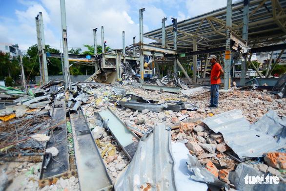 TP.HCM tháo dỡ các công trình tại công viên 23-9 - Ảnh 5.