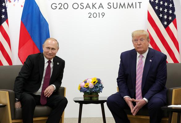 Ông Trump nói 'làm ơn đừng can thiệp bầu cử', ông Putin bật cười thích thú - Ảnh 1.