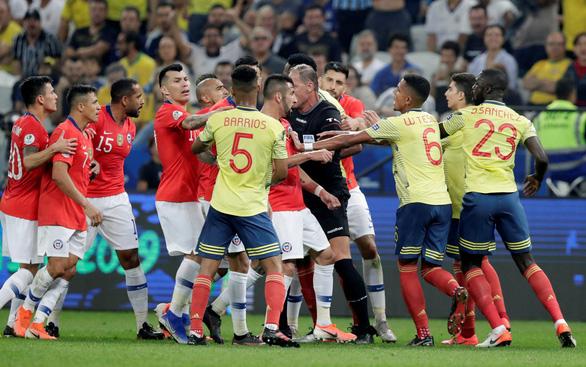 2 lần được VAR cứu, Colombia vẫn thất bại 4-5 trước Chile trên chấm 11m - Ảnh 1.