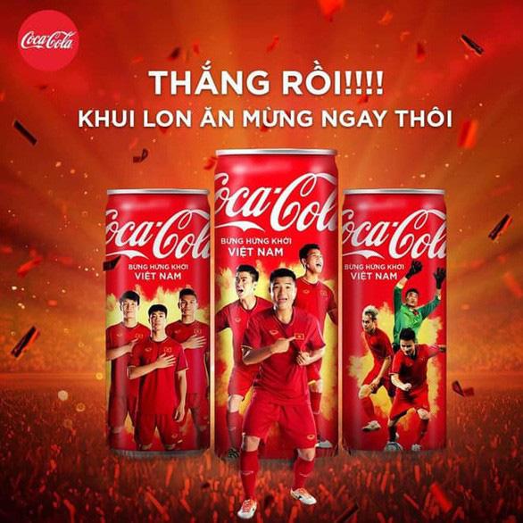 Coca-Cola quyết định: Bỏ lon khỏi slogan quảng cáo - Ảnh 1.