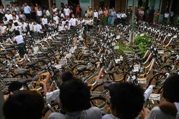 Tái chế hơn 10.000 chiếc xe đạp tặng học sinh nghèo - Ảnh 2.