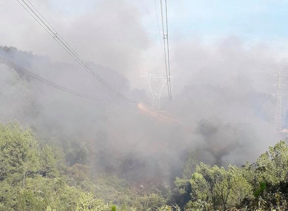 Thủ tướng yêu cầu cấp bách chống cháy rừng ở miền Trung - Ảnh 1.